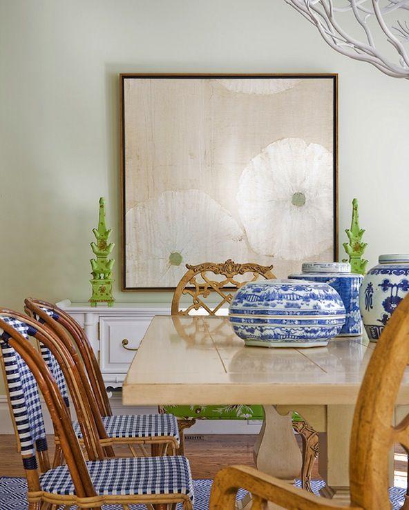 Biało-niebieska ceramika i jeżowce