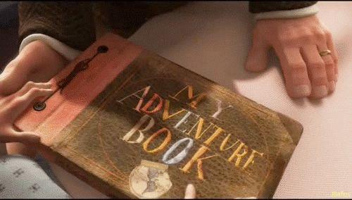 Ellie le entrega a Carl su diario de aventuras* En el hospital, Ellie entrega a Carl su diario de aventuras para que lo guarde y siempre la recuerde.