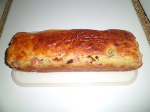 Cake aux olives et lardons : remplacer par olives vertes, feta et dés de jambon