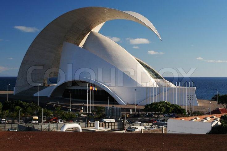 Redaktionel foto af 'Moderne arkitektur - opera hus på Tenerife'