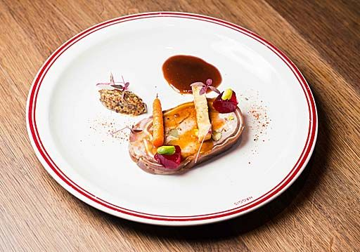 Вид блюда `Севиче из муксуна на пюре-васаби` из дегустационного сета в ресторане `Haggis Pub & Kitchen`