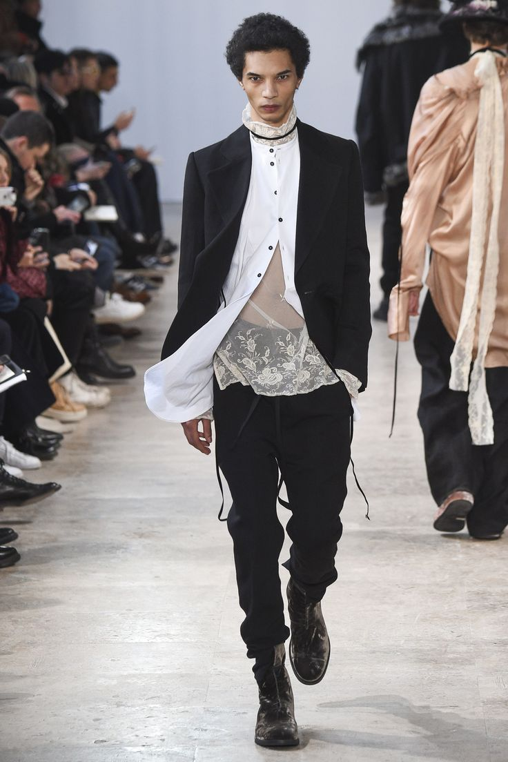 Ann Demeulemeester Fall 2017 Menswear Fashion Show #runway #dark #fashion