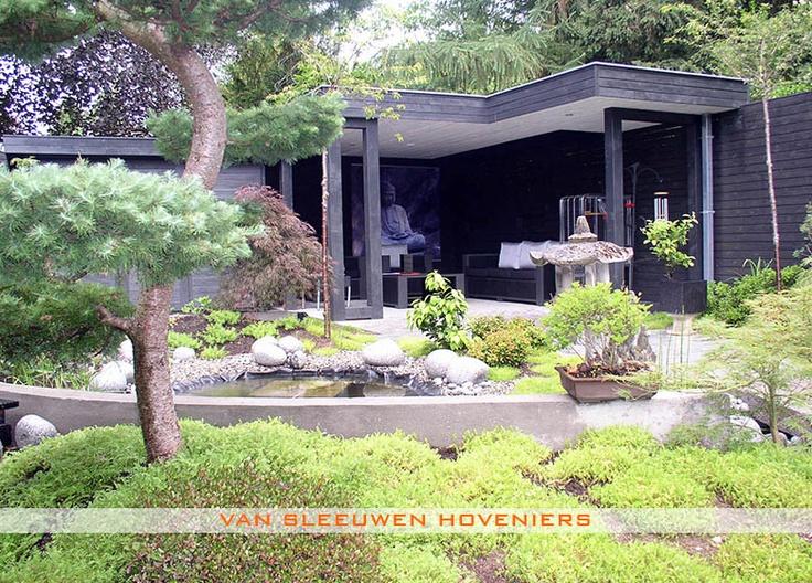 Overdekt terras. Tuin met overdekt zitgedeelte, ontwerp & aanleg door Van Sleeuwen Hoveniers - Veghel. Meer tuinen met overdekte zitgedeeltes treft u op www.vansleeuwenhoveniers.nl.