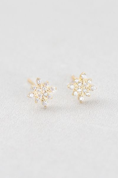 8d2165dac Hypoallergenic snowflake stud earrings with a hypoallergenic gold undertone.
