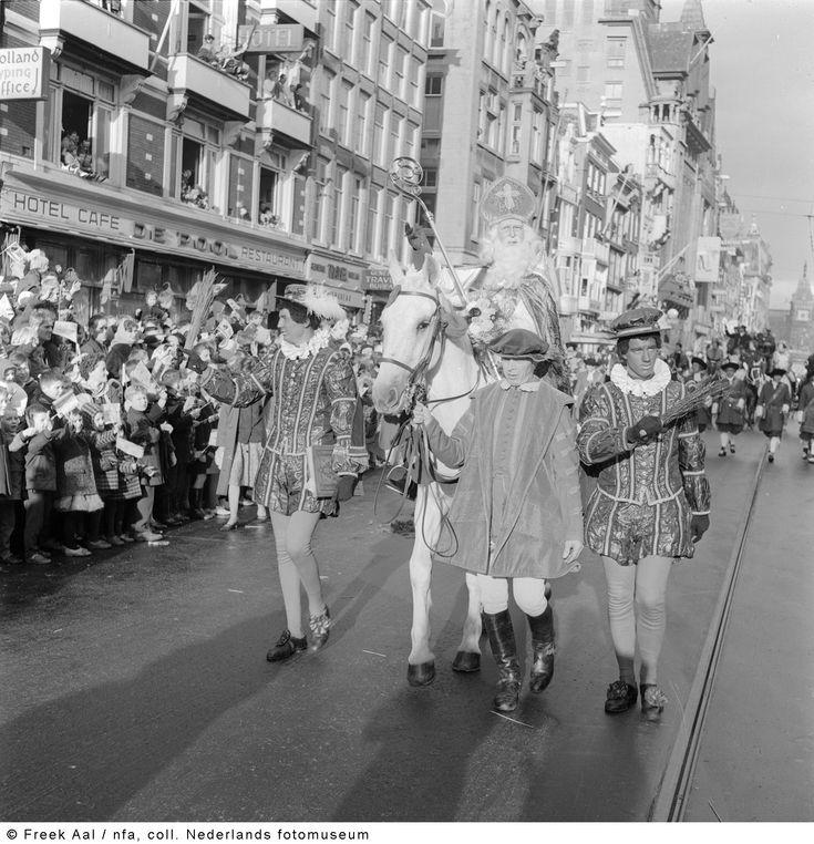 Intocht van Sinterklaas en Zwarte Piet, Amsterdam (1960)