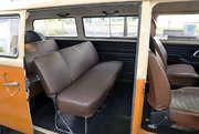 Sie suchen einen Van / Kleinbus der 1970er Jahre aus Deutschland für Film, Foto oder Events? Mieten Sie diesen Oldtimer von VW in Berlin und bundesweit. 0050