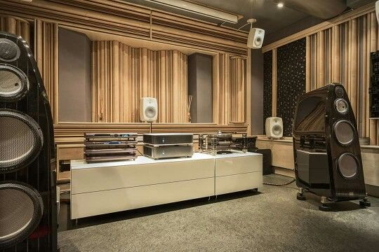Chronos Sparta turntable, MSB DAC IV & Marten speakers .