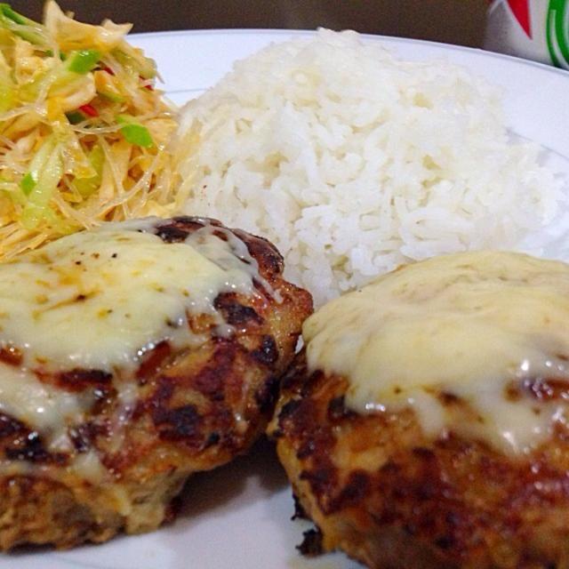 タイ自炊生活 本日の晩飯 - 9件のもぐもぐ - チーズトマトハンバーグと春雨サラダ by takaaki matsumoto