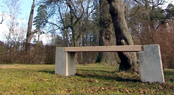 Martin Timells betongbänk - Äntligen hemma