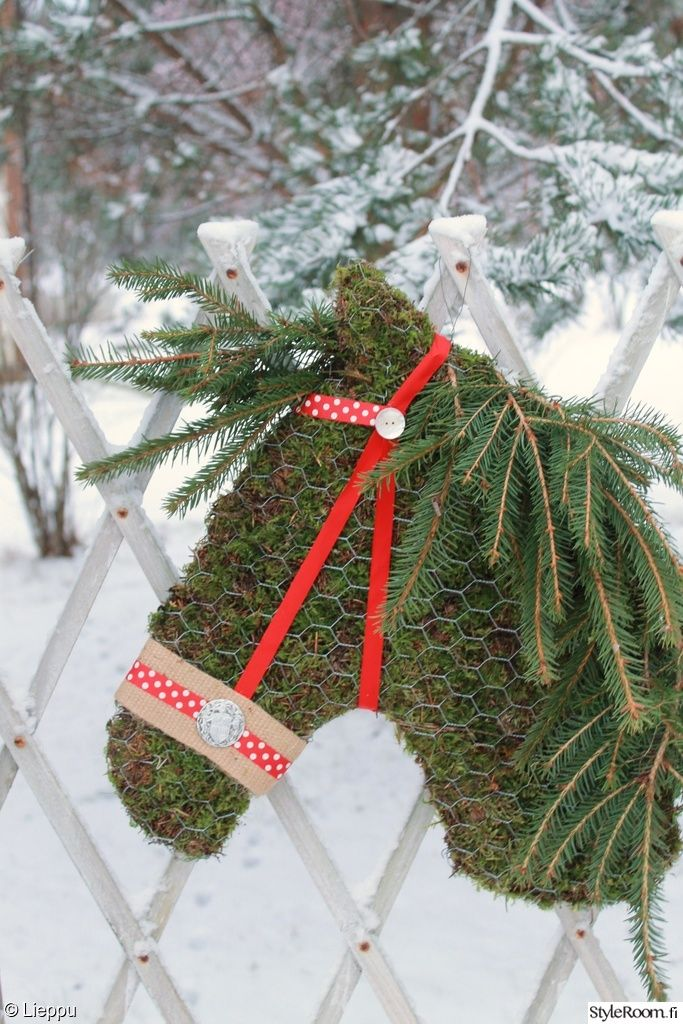 hevonen,sammal,sammalkoriste,havut,joulu,jouluinen,kranssi,vihreä,talvi,talvinen,piha,Tee itse - DIY,pilkullinen