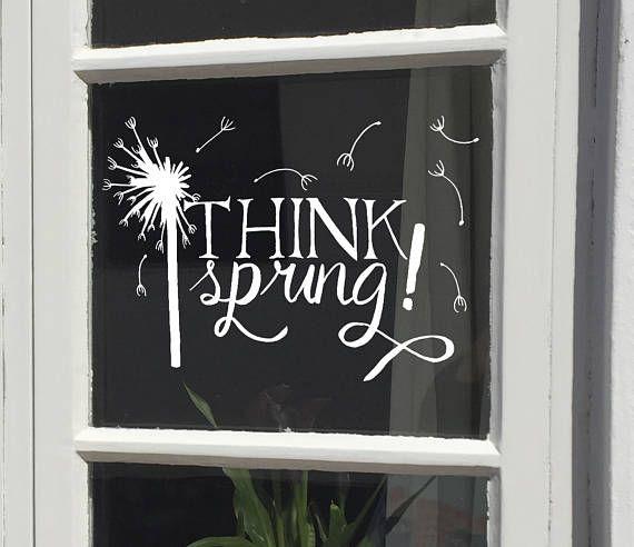 Raamtekening Think Spring: een #lente #quotes met een #paardenbloem en #pluisjes die al weggeblazen zijn.  Maak deze #diy #raamdecoratie voor de lente met dit direct te #downloaden #sjabloon voor een #raamtekening. Te koop in #etsyshop #krijtstifttekening voor een klein prijsje. Ontwerp door #cecielmaakt