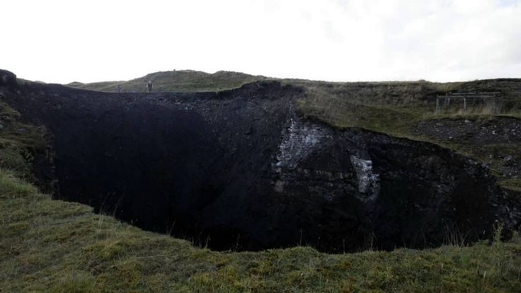 Bottomless Pit! Massive 100ft-Wide 'Sinkhole' Opens Up In UK!