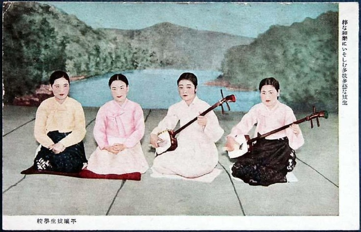 Korean Kisaeng experimenting with Japanese music