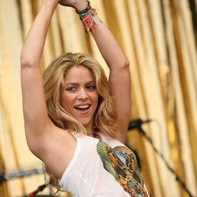 Shakira.  I am a HUGE fan.  I saw her in 2006 in Dallas.