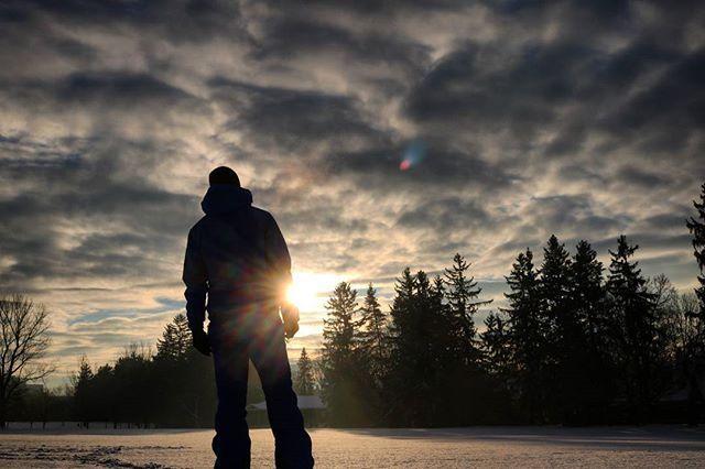 Ottawa or another planet?.. #ottawa  #canada #wanderlust  #nature  #walk #myottawa #yowottawa #narcityottawa #igersottawa #newedinburgh #instashot #rideauhall #streets #stroll  #park #winter #snow #me #justme#silhoette  #thegaypassport  #sunrise #morning