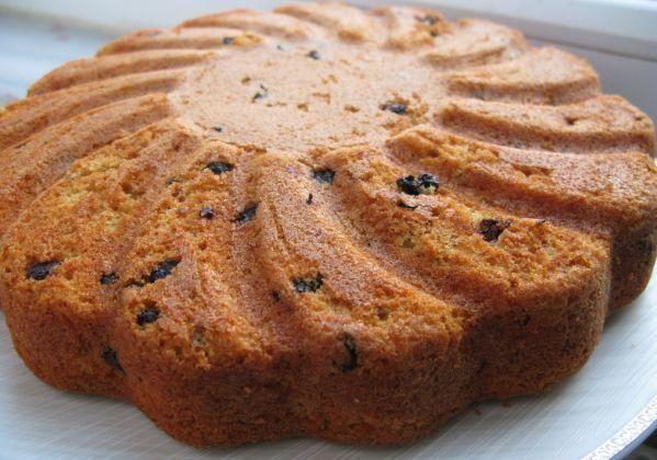 Kuru üzümlerle hazırlanan bu nefis kek tarifi, çayın yanında müthiş bir lezzet olacaktır. Kek sevmeyen insan, nerdeyse yoktur. Günlerinizde bu nefis kek tarifini, bayan arkadaşlarınıza ikram edebilirsiniz.