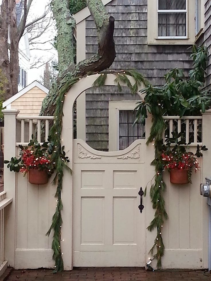 Christmas gate #Christmas #Christmasdecor #Christmasdecorations