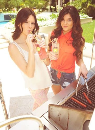 kendall and kylie jenner I LOVE how beautiful Kylie looks with her fabulous long hair