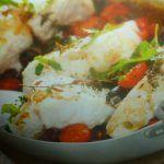 Merluzzo al forno con pomodori e olive