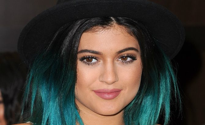 Kylie Jenner's Turquoise Blue Hair Is A Wig! Reality Star Spotted ...