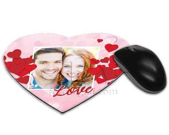 Tappetino mouse cuore con cuori rossi