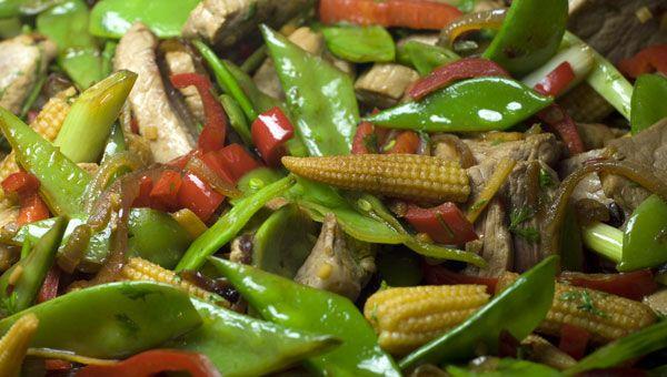 Thailändisches Schweinefleisch mit Gemüse