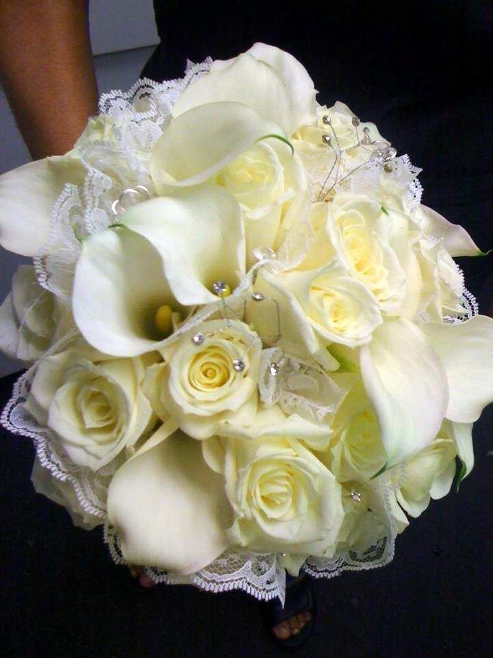 Bridal bouquet of white Eskimo roses and mini white #CallaLilies