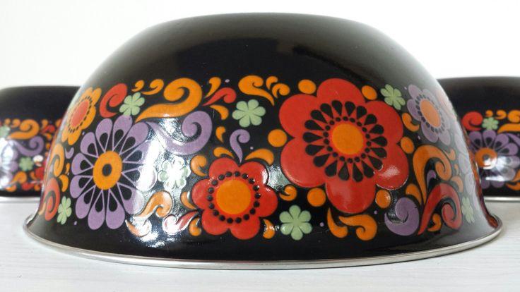 set of 3 enamel nesting BOWLS / 1970s original metal storage mixing floral enamelware by dutchdetails on Etsy https://www.etsy.com/uk/listing/279873860/set-of-3-enamel-nesting-bowls-1970s