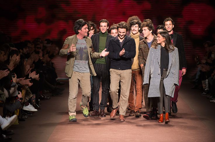 Etro Man Autumn Winter 16-17 Fashion Show - the finale with #thecircleofpoets  Discover more: bit.ly/1n7d6v2