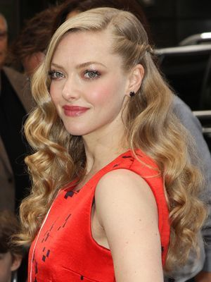 <p>Proving that you can still work the retro vibe on long hair, Amanda complies with the standard side parting that was de rigueur during the Great Gatsby era but updates her look using a simple pinned back rope braid to show off her neatly brushed out barrel waves.</p> <p><strong>DIY top tip:</strong> Don't curl your hair from the root. Instead, begin the bends at eye level – the smooth roots and parting will help create that tailored 20s style.</p>