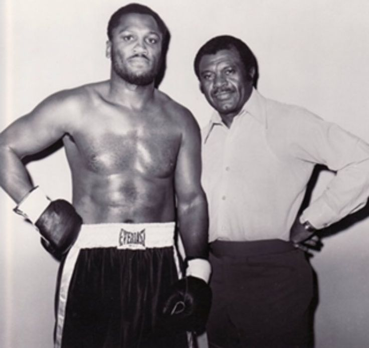 THE SQUARED CIRCLE @KT_BOXING  16h16 hours ago Smokin' Joe Frazier beside his trainer, Eddie Futch.