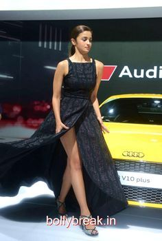 Alia Bhatt had a Wardrobe Malfunction at Auto Expo Show 2016