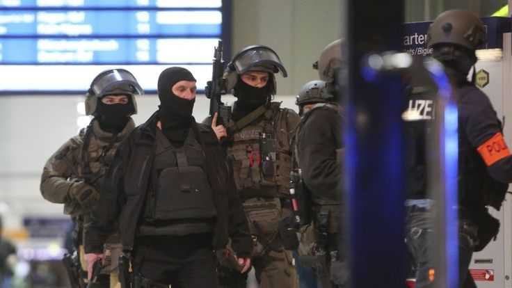 Image copyright AP Image caption There is a heavy police presence in the railway station About five people have been injured in an axe attack in Duesseldorf's main railway station, police say.The attack happened at about 21:00 local time on Thursday (20:00 GMT).Two arrests were made, and #Attack, #Axe, #Duesseldorf, #Germany, #Off, #Sealed, #Station, #Train