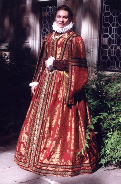 Spanish style gown - great site in generalGowns 16Th, Janet Arnold, 16Th Century, Costumes Renaissance In Spain, Hanging Sleeve, Earlier Pin, Elizabethan Spanish, Elizabethan Gowns, Full Shots