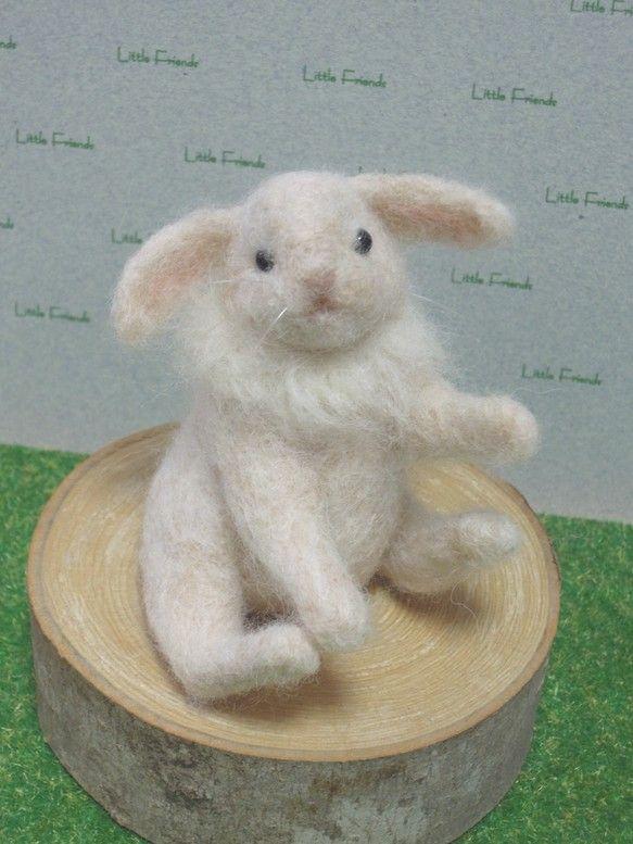 〜* 羊毛 たれみみウサギ *〜ニードルフェルトで制作した垂れ耳のウサギさん表情のある仔です。なにか話しかけてきそうな口元がポイントです。そばに置いて 目を合...|ハンドメイド、手作り、手仕事品の通販・販売・購入ならCreema。