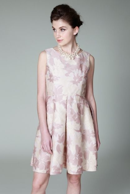 ハリのあるオーガンジー素材がエレガントなワンピース♡花柄の刺繍が高級感たっぷり♪結婚式のゲストにぴったりのドレス一覧♪