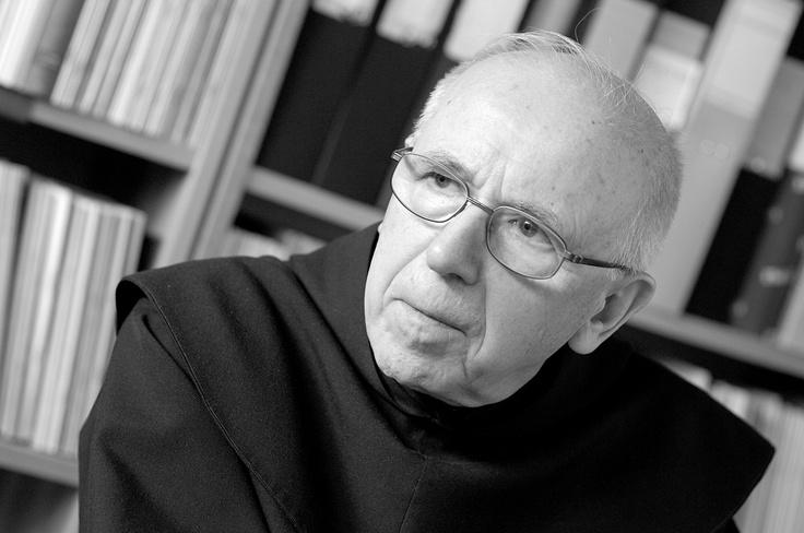 Wilfrid Stinissen är född i Belgien och sedan 1967 bosatt i Sverige. Han är fil dr, katolsk präst och karmelitbroder. På Libris är han författare till en rad böcker, bland annat den storsäljande och mycket uppskattade andaktsboken I dag är Guds dag. Hans böcker har också översatts till en rad andra språk.