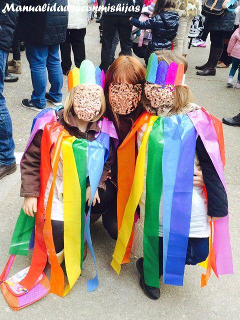 Manualidades con mis hijas: Disfraz de arco iris fácil y económico con bolsas de plástico