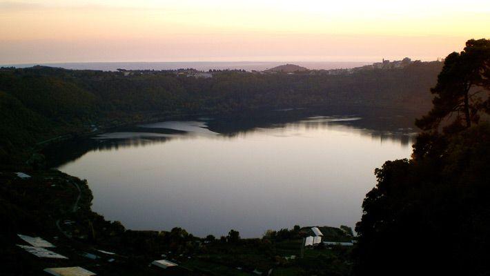 Lacul Nemi (Italia) 26 de poze incredibile cu lacurile de crater - galerie foto. Vezi mai multe poze pe www.ghiduri-turistice.info Sursa : http://www.flickr.com/photos/sunshinecity