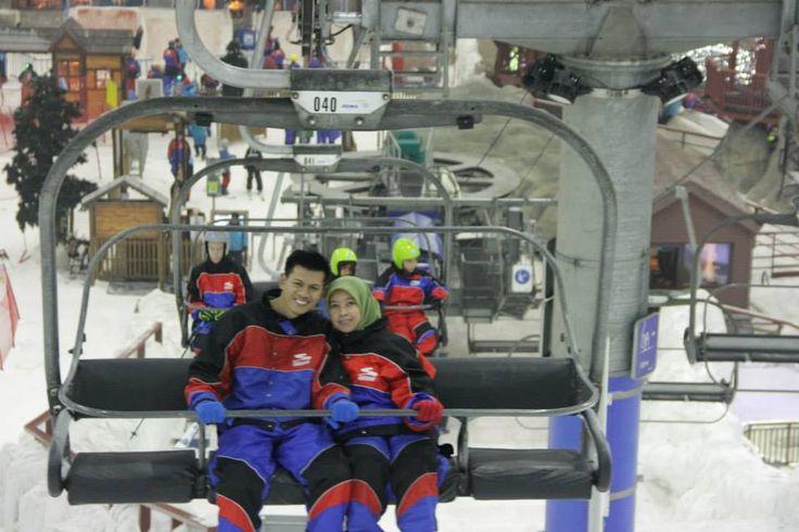 di Dubai bisa lhoo main ski minus 4 dercel #dBCNinDubai #OriflameGC2013  on pic: qual Exe Dir Eka Satriana dan suami