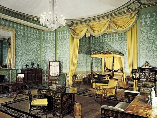 Regency-style interior using bamboo and lacquered furniture and decorated with chinoiserie motifs; bedroom of the Prince Regent (later King George IV), Royal Pavilion, Brighton, Eng. Courtesy of the Royal Pavilion, Brighton, England