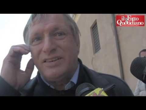 """Roma, Don Ciotti alla Raggi: """"Ti regalo una rosa, è un segno di incoragg..."""