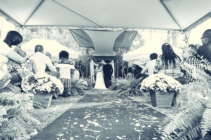 A união... #hardphotographia #hard2017 #casamento #noiva #bouquet #vestidodenoiva #vestido #wedding #weddingispiration  #love #bota #hair #bridalhair #weddings #countrywedding #bride #nicejob #makingof #bridal #loveit #lovely #countrystyle #passion #building #dress #bridaldress #country http://gelinshop.com/ipost/1524978311583065812/?code=BUpz7HYFWbU