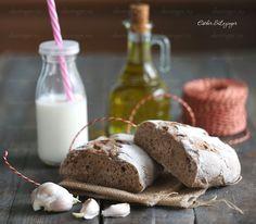 Полезный хлеб чиабатта из цельнозерновой муки получается очень вкусный: мягкий внутри и с хрустящей корочкой. Конечно, он не такой воздушный, как оригинальная итальянская версия, но зато он полезный,
