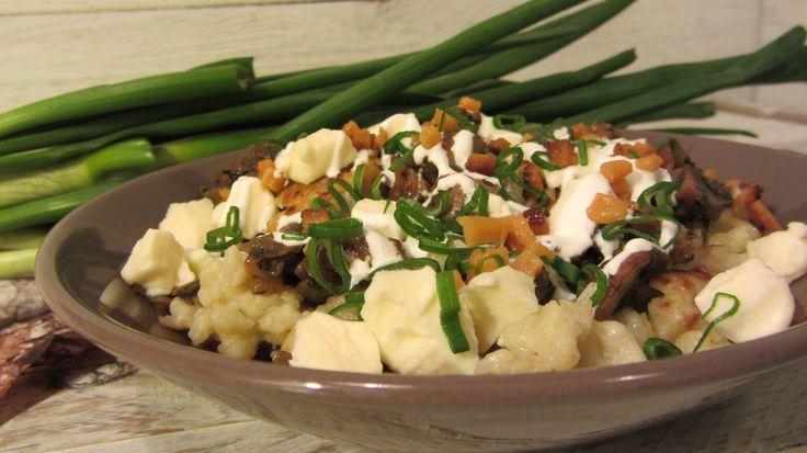 Gombás sztrapacska recept: Nálunk is kedvelt étel a szlovák eredetű sztrapacska. A szlovák konyha egyik nagy remeke! Most egy gombás változatot írunk le, ami igazán zseniális! :D Mindenképp próbáld ki! :)