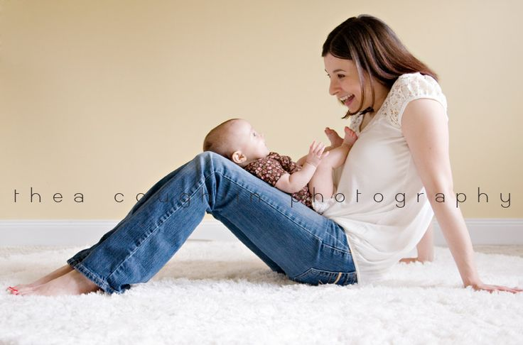 albany baby photographer-baby-3 month old with mommy