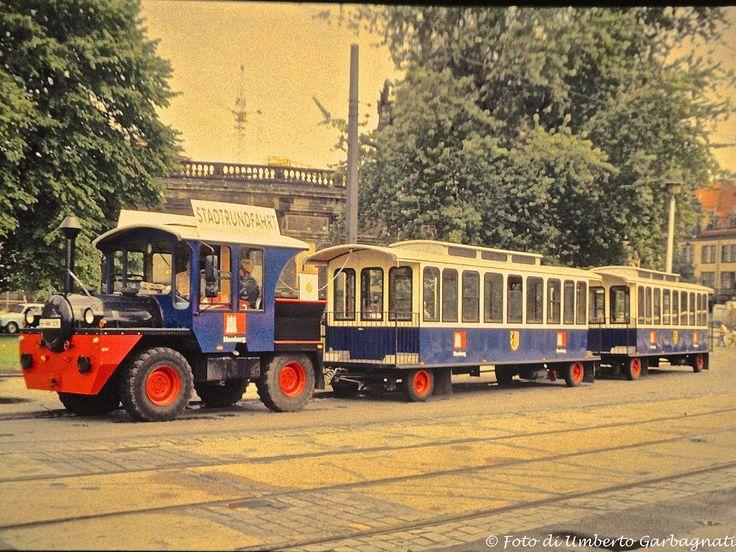 ...trenino turistico per city-tour, motrice più due rimorchi (stadtrundfahrt) - Dresden (D) - 11 ago 1991 - © Umberto Garbagnati -