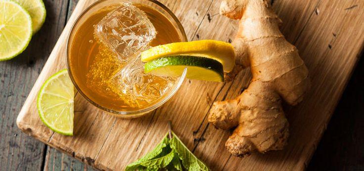 Ginger Ale ist eine alkoholfreie Limonade, die ihren Geschmack der Ingwerwurzel zu verdanken hat. Zitrusfrüchte und Minze verfeinern das Getränk.