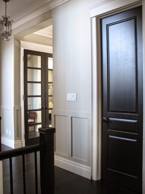 Quantas pessoas aqui já pensaram em pintar as portas de branco? Aposto que muitas, talvez até a maioria. Gosto delas, sinceramente. Fica...