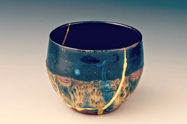 Japanese art of repairs made by filling cracks with gold. Kintsugi-4